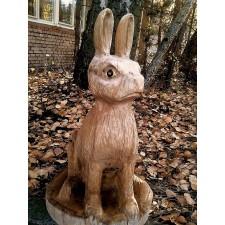 obrázek Dřevěná socha - smutný zajíc