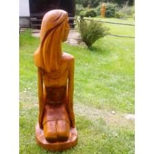 obrázek Dřevěná socha - Klečící dívka