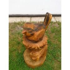 obrázek Dřevěná socha - Ptáče na hnízdě
